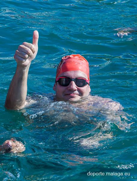 Papi en el agua preparado para la Travesía a nado