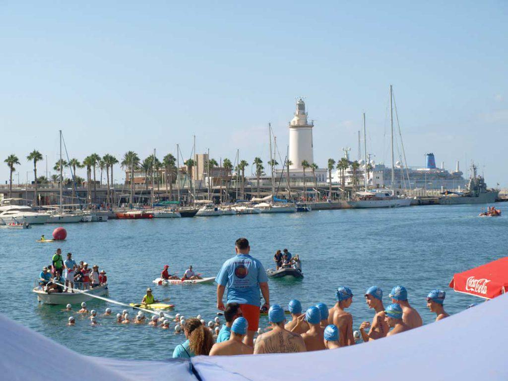 Preparados para nadar en Travesía del Puerto de Málaga