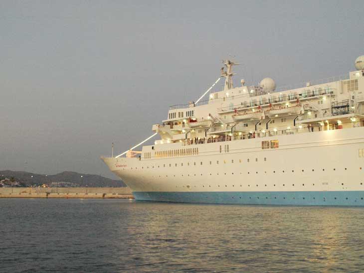 Transatlántico en el puerto