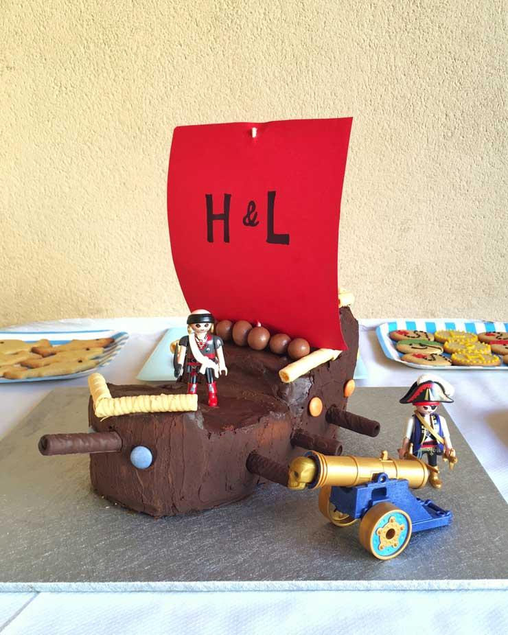 Tarta de barco pirata con muñecos Playmobil